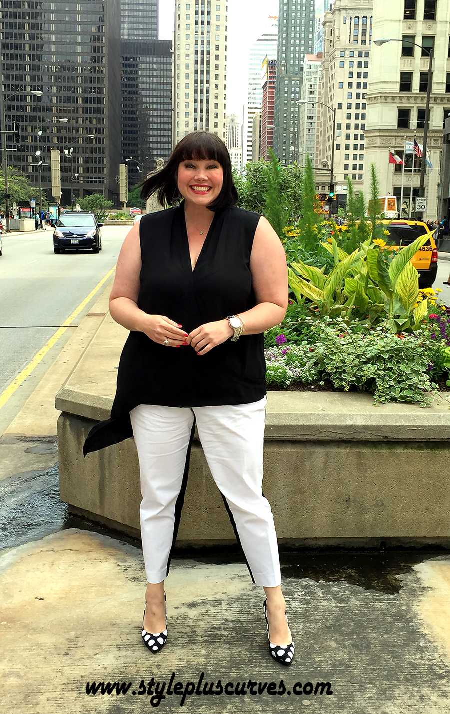Style Blogger Amber from Style Plus Curves in Target's Ava & Viv Plus Size Pants