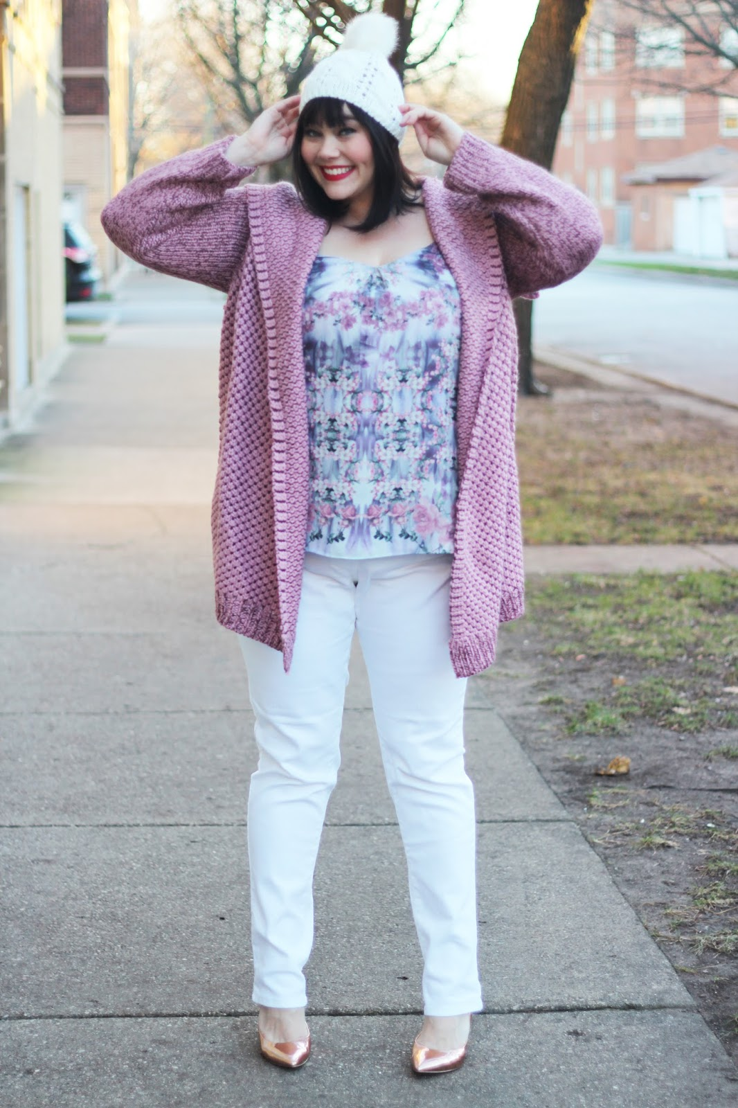 amber from style plus curves in white jeans and dusty rose cardigan from Fullbeauty.com