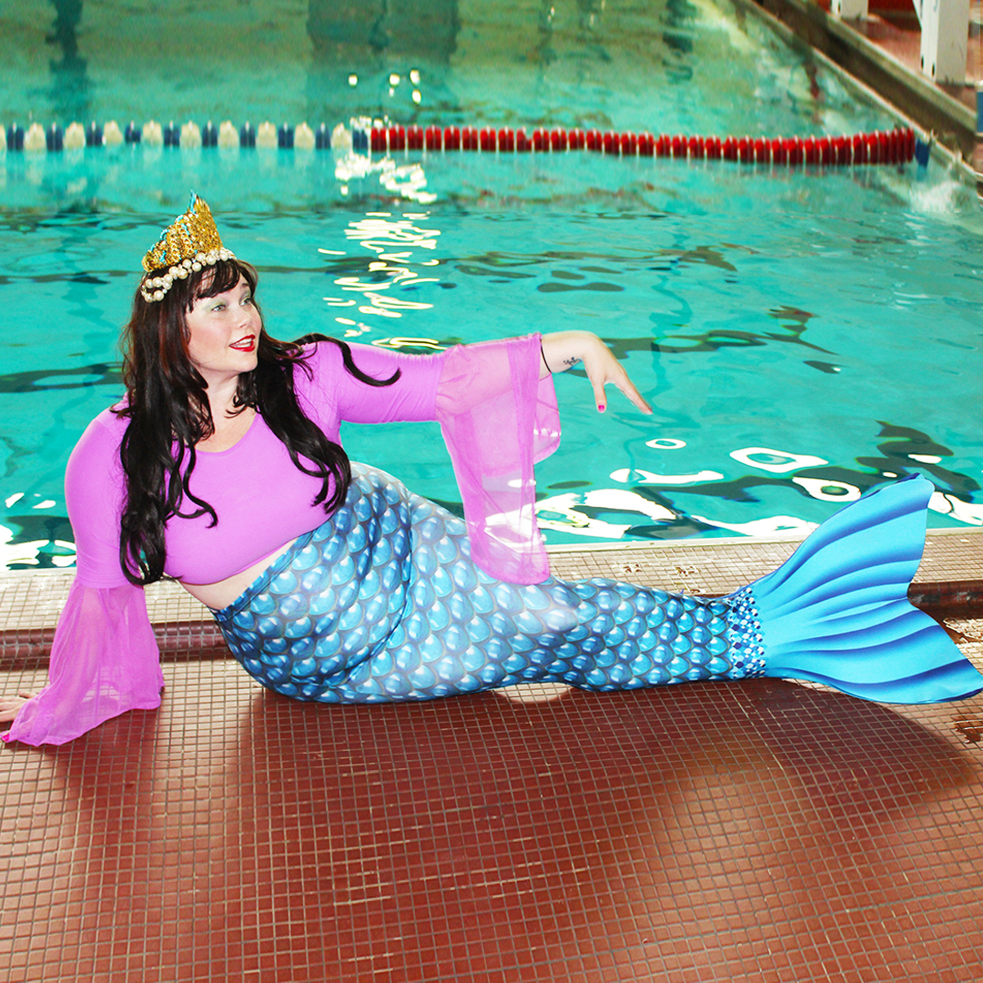 Plus Size Blogger Amber dresses as a mermaid and tries AquaMermaid mermaid class in Chicago