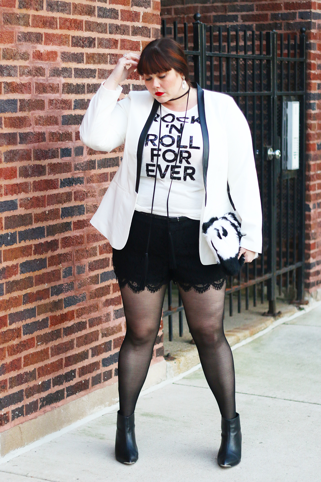 Plus Size Blogger Amber in a White Blazer and Lace Shorts from Torrid, Holiday Style, Plus size holiday