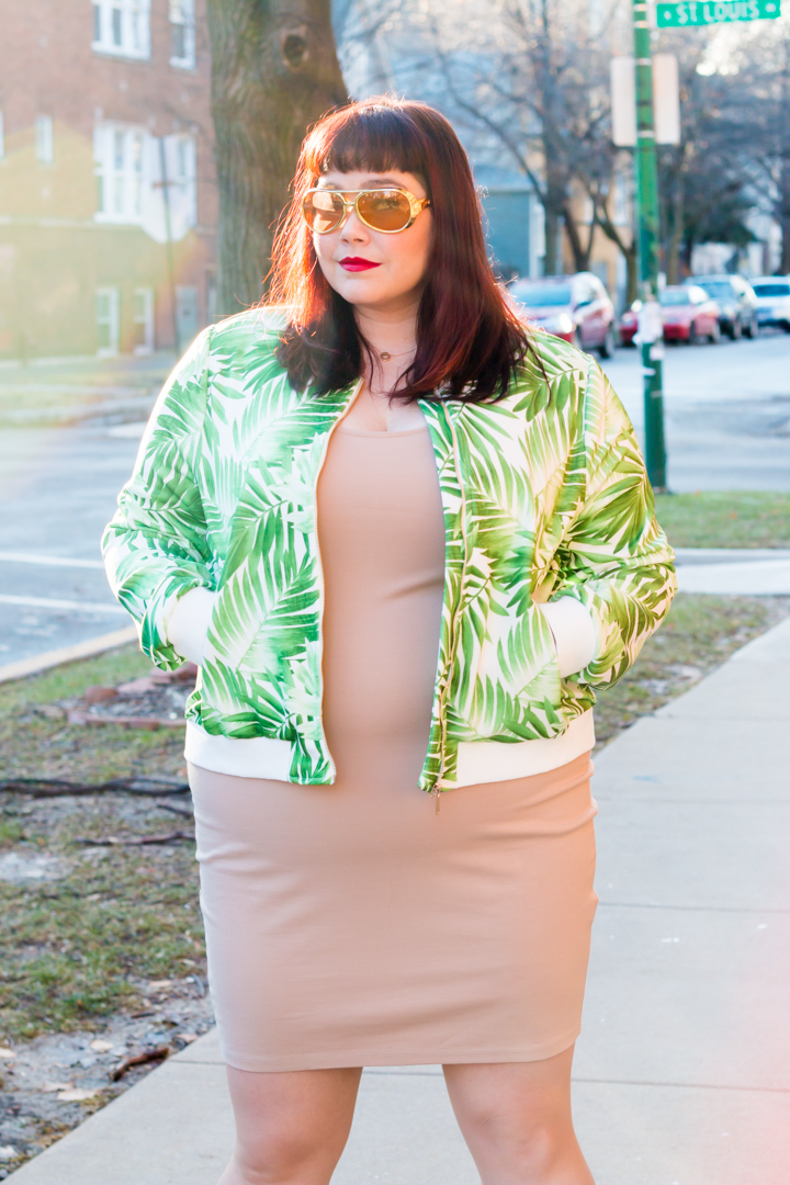 2ef9754c61a Chicago Plus Size Blogger Amber from Style Plus Curves in a Forever 21 Plus  Palm Print