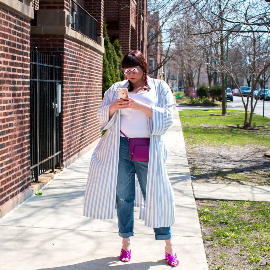 Plus Size Blogger, Chicago Blogger Wearing Kimono Robe Over Jeans, Plus Size Trend, Kimono Robe Trend