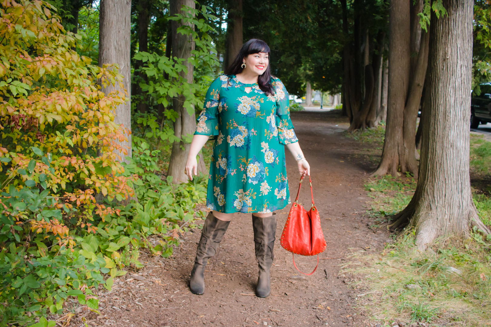 Avenue, Floral Dress, Plus Size OOTD, Fall Fashion, Plus Size Fashion Find, Plus Size Dress, Style Plus Curves, Chicago Blogger, Chicago Plus Size Blogger, Plus Size Blogger, Amber McCulloch