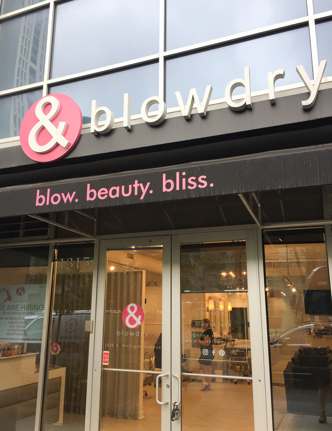 &blowdry, Blowout in Chicago, Beauty Break, Chicago Salon Review, Plus Size Style, Plus Size Fashion, Style Plus Curves, Chicago Blogger, Chicago Plus Size Blogger, Plus Size Blogger, Amber McCulloch