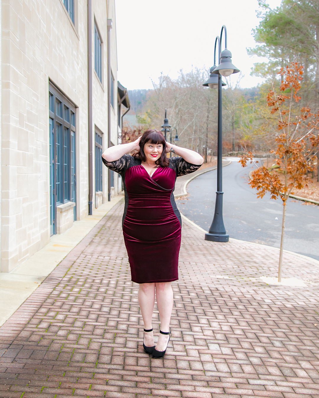 Kiyonna, Hourglass Lace Dress, velvet, Chicago Blogger, Chicago Plus Size Model, Amber McCulloch, Plus Size Blogger, Style Plus Curves