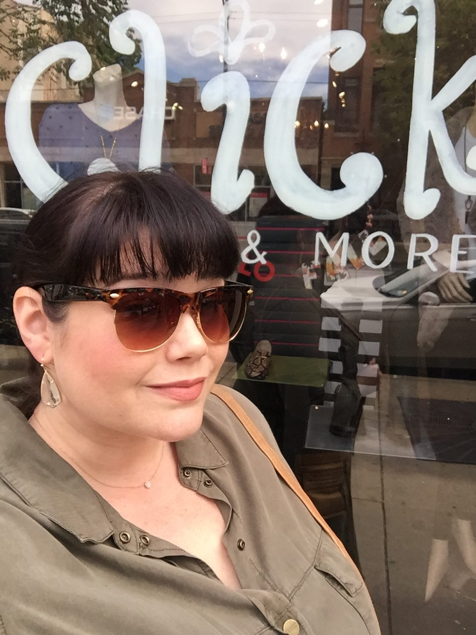 Chicago Plus Size Blogger Amber in front of Click Shoes
